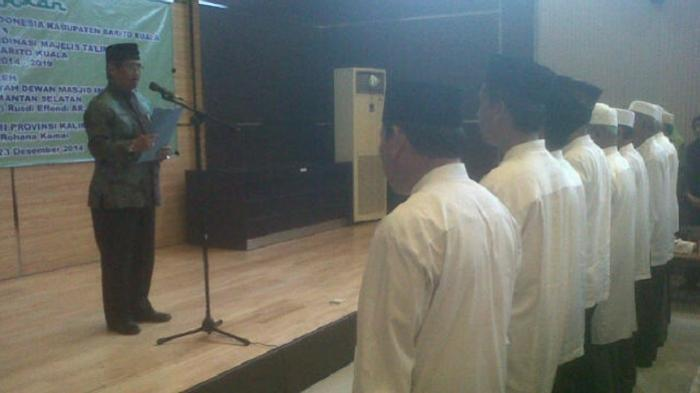 Pangeran Rusdi Lantik Dewan Masjid Batola