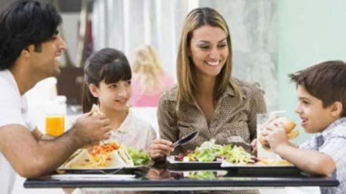 Makan Bersama Membentuk Perilaku Anak Cerdas