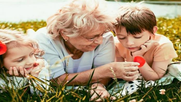 Mertua Ikut Campur Mengasuh Anak Bukan Masalah yang Harus Dibesar-besarkan