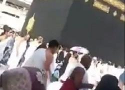Saat Kunjungi Kabah, Pria Ini Minta Istri Baru