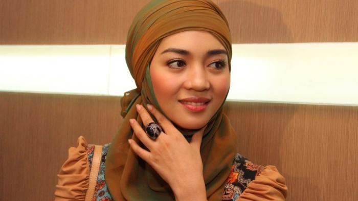 Nuri Maulida Percayakan Bisnis Busana Muslim Pada sang Bunda