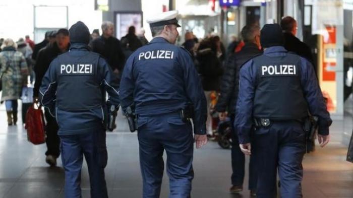 Biadab, Polisi Hanover Paksa Muslim untuk Makan Babi Busuk