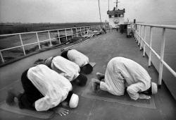 Mengerjakan Shalat di Atas Kapal