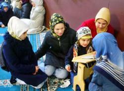 Sarah Allen Masuk Islam Setelah Merasakan Puasa
