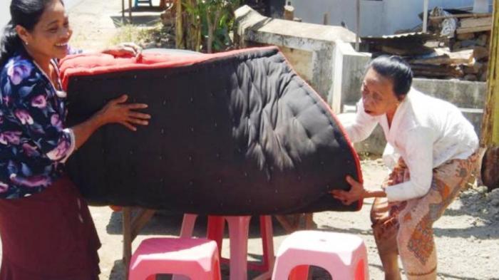 Masyarakat Using Punya Tradisi