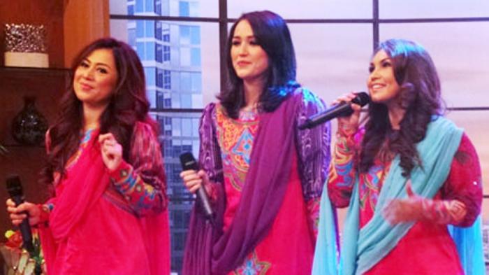 Istri Pasha 'Ungu' Bentuk Trio Religi