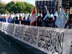 bendera-tauhid-terpanjang-parade_20150518_084700.jpg