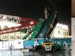 korban-crane-jatuh-arab-saudi_20150918_062656.jpg