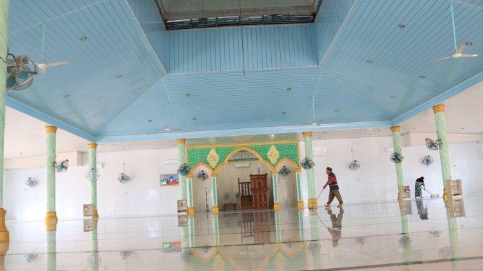SITUASI dalam ruangan Masjid Asilmi, Kota Subulussalam. Foto direkam, Selasa (1/12/2020)