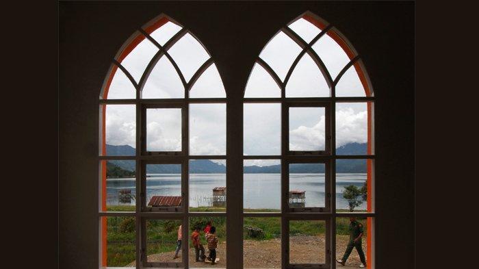 Masjid Baitul Quddus, Sumbangan Pembaca Harian Serambi Indonesia di Tepi Danau Laut Tawar