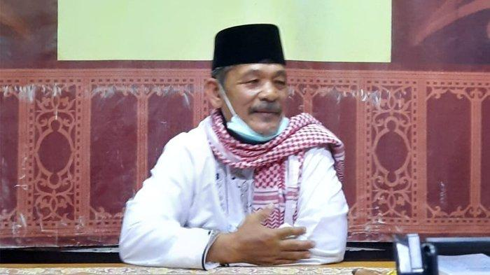 """Pakar Tasawuf UIN Ar Raniry, Dr Damanhuri Basyir, M.Ag, mengisi kajian rutin Kaukus Wartawan Peduli Syariat Islam (KWPSI) Aceh, di Rumoh Aceh Kupi Luwak Jeulingke, Banda Aceh, Rabu, (3/3/2021) malam. Kajian kali ini mengangkat tema """"Sejarah Hidup Tgk Syiah Kuala (Syekh Abdurrauf As-Singkili) dan Pandanganannya Terhadap Tasawuf dan Syariat""""."""