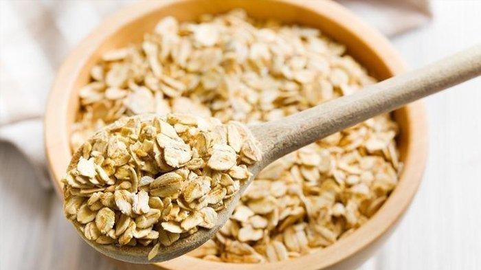 Ilustrasi Oatmeal - Oatmeal identik sebagai asupan yang baik untuk orang-orang yang sedang melakukan diet karena makanan ini membuat perut kenyang lebih lama.