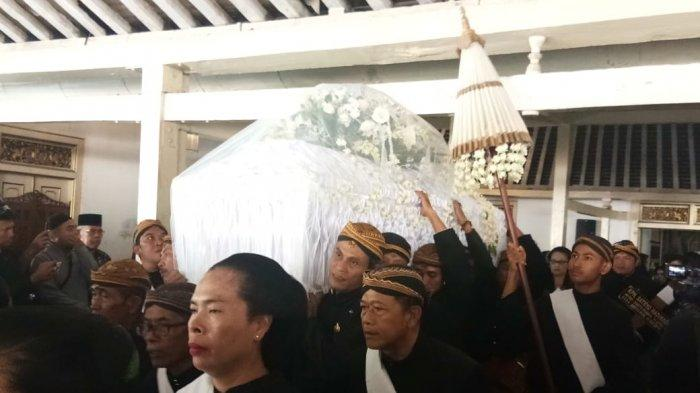 Para Tokoh Hadiri Prosesi Pemberangkatan Jenazah KPH Satryo, Wali Kota : Warga Solo Kehilangan