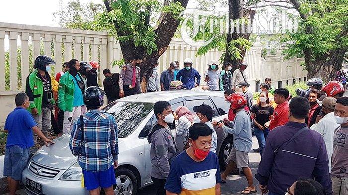 Dramatis, Balita Terkunci di Mobil saat Orangtua Evakuasi Korban Kecelakaan di Solo,Kaca Pun Dipecah