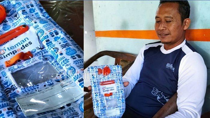 Adie menunjukkan kantong salah satu bank yang digunakan untuk menabung uang, yang isinya hilang secara misterius di rumahnya di Dukuh Ngelo, Desa Saren, Kecamatan Kalijambe, Kabupaten Sragen, Jumat (18/6/2021).