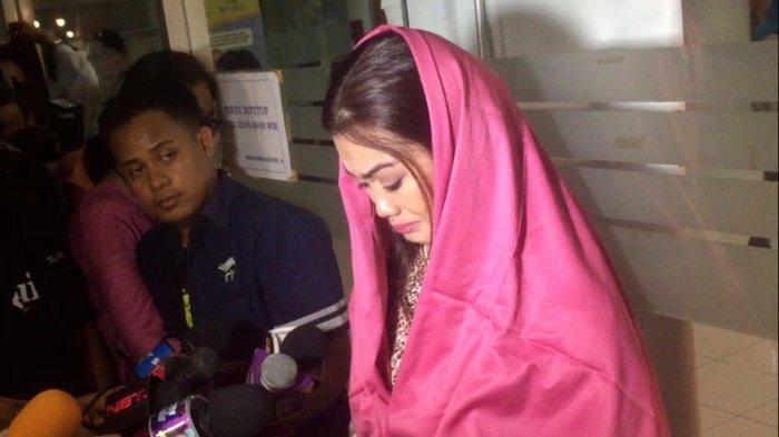 Melihat Dokter Menyerah, Adik Julia Perez Lakukan Hal Ini Agar Kakaknya Bertahan Hidup