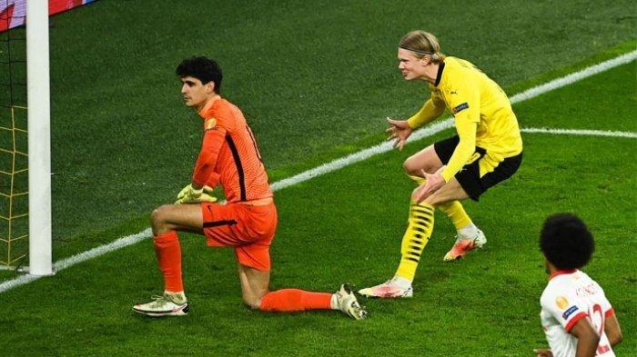 Aksi Erling Haaland meledek kiper Sevilla seusai melesakkan gol dari titik penalti.