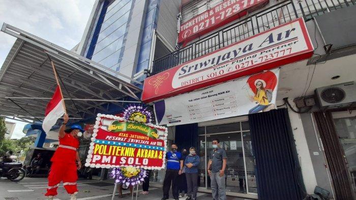 Ikut Rasakan Duka Keluarga Korban Jatuhnya Pesawat Sriwijaya Air, Warga Solo Kirim Karangan Bunga
