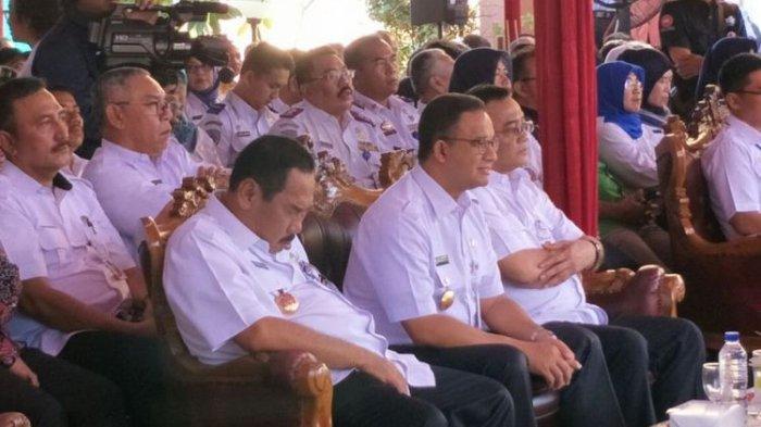 Wali Kota Jakarta Barat, Anas Effendi, Terekam Kamera Mengantuk saat Duduk di Samping Anies