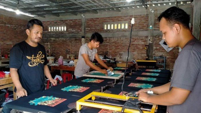 Perajin Sablon Klaten Ini Bertahan di Tengah Pandemi, Bikin Produk Kaus Berisi Kata-kata Soal Corona
