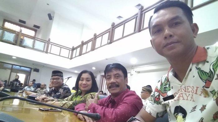 Anggota DPRD Solo Ini Kembaran Kemeja dengan Gibran Demi Dukung Putra Jokowi Maju Pilkada Solo 2020