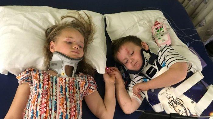 Saling Berpegangan Tangan Usai Kecelakaan, Foto Kakak Beradik Ini Bikin Terenyuh