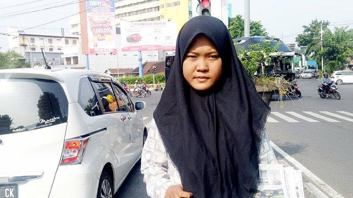 Potret Siswi Solo Jadi Loper Koran Demi Bantu Keluarga, Sebelum & Sesudah Sekolah Berjibaku di Jalan