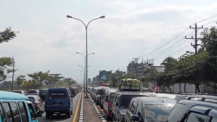 Tak Sabar Mengantre, Banyak Pengendara Bunyikan Klakson saat Kemacetan di Jalan Raya Solo-Semarang