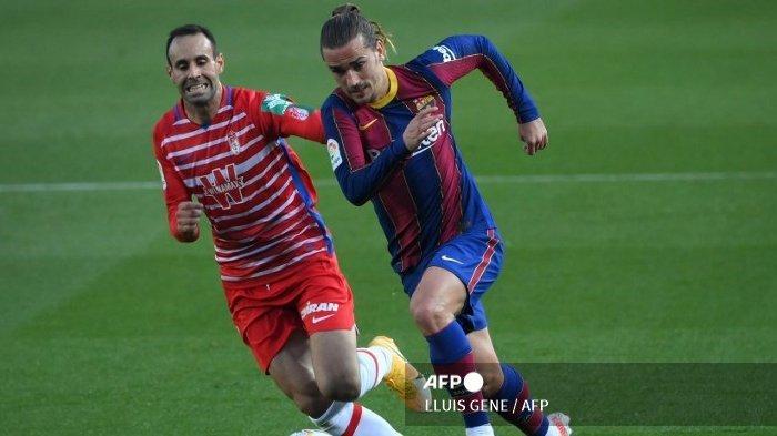 Antoine Griezmann, dikabarkan akan dipaksa terima pemotongan gaji oleh Barcelona. Manchester United bisa mendapatkannya lebih mudah.
