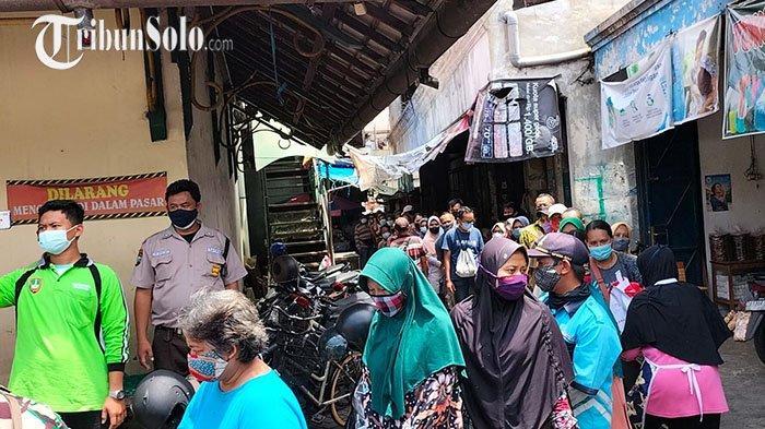 Pembagian Sembako Presiden Jokowi di Pasar Kleco Diserbu, Sempat Membludak & Antre Panjang