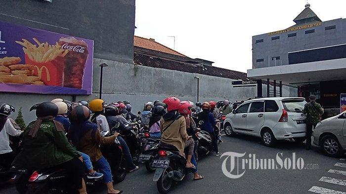 Sudah Antre Lama,Pengunjung McDonald's Solo Gigit Jari, Layanan Drive Thru Tutup: Ada Kerumunan