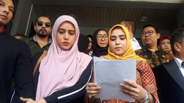Berwajah Muram dan Menangis, Fairuz A Rafiq Laporkan Mantan Suaminya ke Polda Metro Jaya