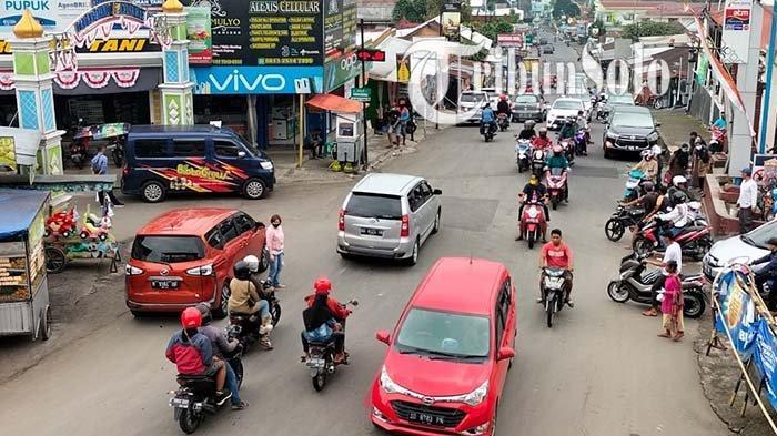 Kondisi Lalu Lintas di Tawangmangu Karanganyar Sabtu Ini, Ramai Lancar: Polisi Awasi Prokes