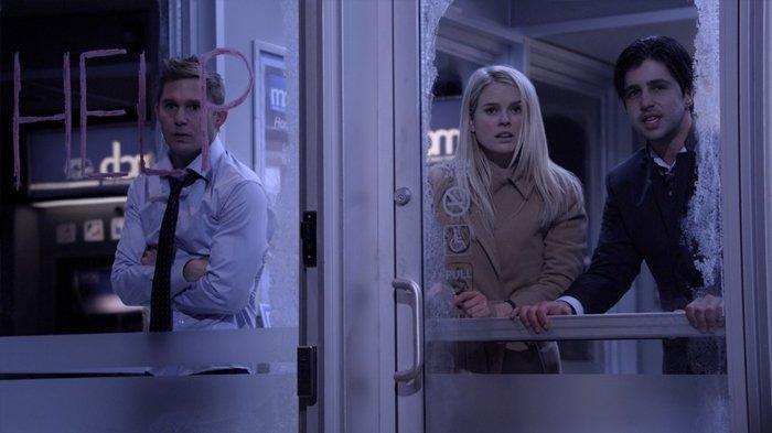 Sinopsis & Trailer Film ATM Tayang Malam Ini Pukul 21.30 WIB, 3 Orang Terperangkap di Bilik ATM