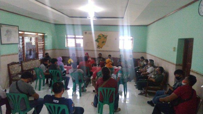Pertanyakan Bansos, Warga Geruduk Kantor Desa Wironanggan : Ada yang Berhak Tapi Tidak Menerimanya