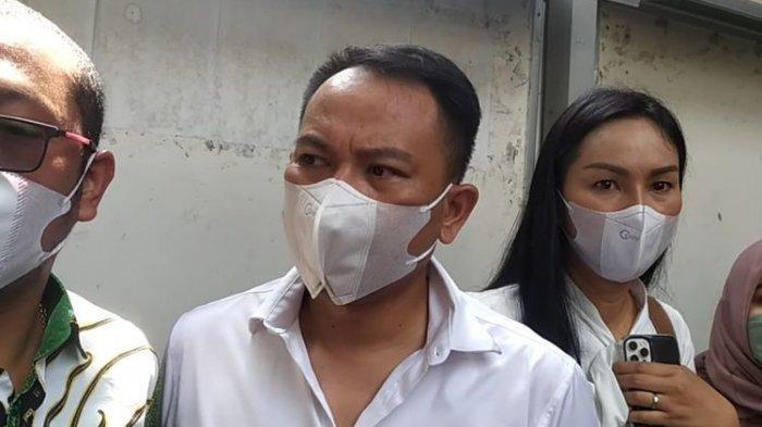 Pecah Tangis Vicky Prasetyo, Kabarkan Ayahandanya Meninggal Dunia