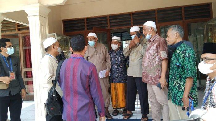 Tim Badan Nasional Penanggulangan Terorisme (BNPT) saat melakukan kunjungan ke Ponpes Islam Al-Mukmin Ngruki, Desa Cemani, Kecamatan Grogol, Kabupaten Sukoharjo, Kamis (18/2/2021).
