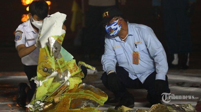 UPDATE Pencarian Sriwijaya Air SJ-182: Tim Temukan Puing Pesawat, Barang Korban, hingga Bagian Tubuh