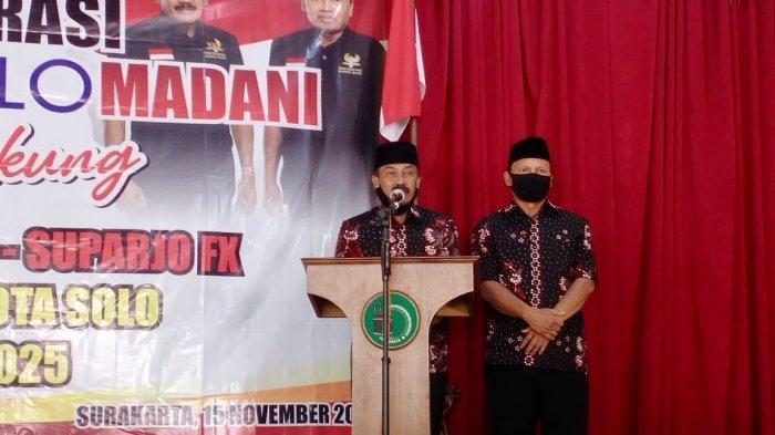 Pasangan Bagyo Wahyono - Fx Supardjo (Bajo) berpidato saat pendeklarasian dukungan Solo Madani, di Gedung IPHI, Kecamatan Laweyan, Kota Solo, Minggu (15/11/2020)