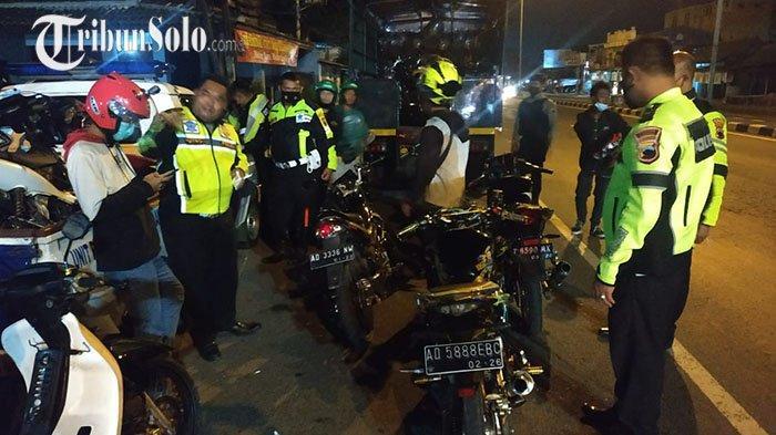 Balap Liar di Jalan Raya Boyolali, Puluhan Kendaraan Diangkut Polisi: Temukan Senjata Tajam & Miras