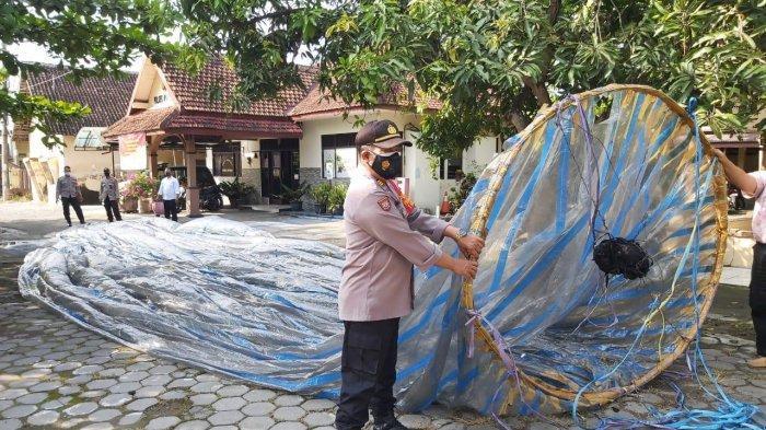Dicari Polisi : Orang yang Terbangkan Balon Udara, lalu Jatuh dan Resahkan Warga Banyudono Boyolali