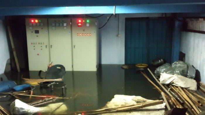 Kondisi Cuaca Ekstrem, Petugas PLN Tetap Bekerja Lakukan Pemulihan Gangguan