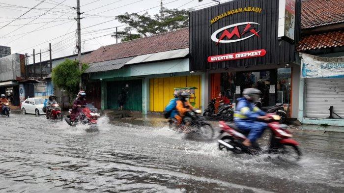 Banjir di jalan Wimboharsono, Kartasura, Minggu (13/12/2020)