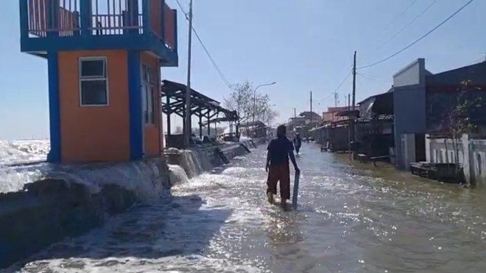 Pantai Sari Pekalongan Terkena Banjir Rob, Sejumlah Pemukiman Warga Tergenang Air Laut