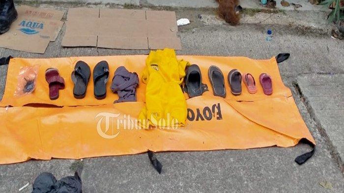 Barang milik korban tenggelam di Waduk Kedung Ombo di Dukuh Bulu, Desa Wonoharjo, Kecamatan Kemusu, Kabupaten Boyolali, selama pencarian Sabtu-Senin (15-17/5/2021).