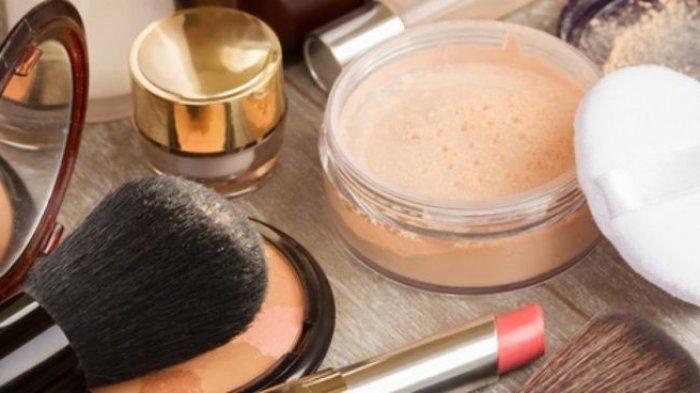 Manfaat Bedak Tabur bagi Kecantikan yang Wajib Wanita Tahu: Membuat Lipstik Tahan Lama
