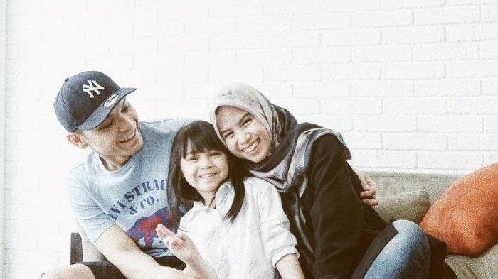 Nesya Istri Ben Kasyafani Belajar Hijrah, Akui Tak Ingin Unggah Foto Seorang Diri Lagi