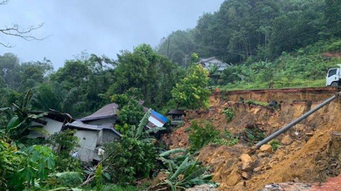 Jalan Trans Kalimantan Longsor 50 Meter,  Jalan Penghubung Pontianak-Sanggau Nyaris Terputus