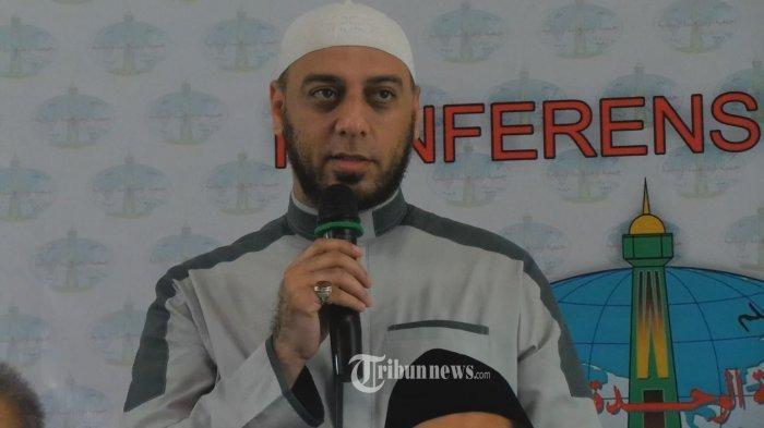 Syekh Ali Jaber saat menghadiri konfrensi pers Wahdah Islamiah di Restoran Pulau Dua, Jl. Jenderal Gatot Subroto, Senayan, Jakarta Pusat, Senin (11/1/2016).