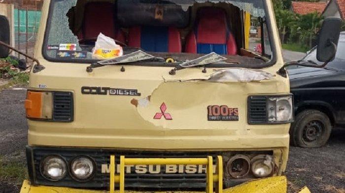 Kecelakaan di Sumberlawang Sragen, Motor Pengendara Seperti Melayang Hantam Truk hingga Kaca Pecah